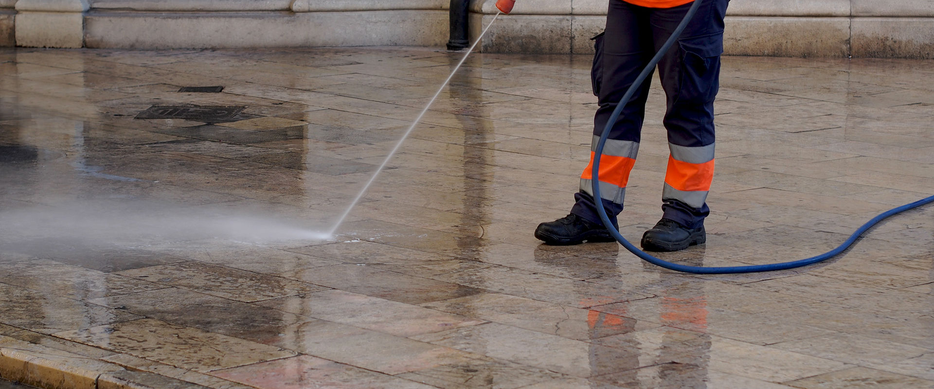 commercial pressure washing {{location}}